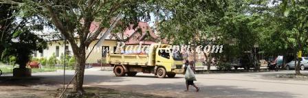 Mobil Tambang  Yang Melintasi jalan Raya (8)