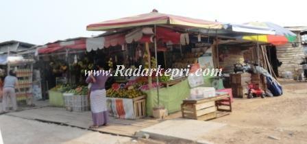 Pedagang buah di Kilometer 8 Atas, JL RH Fisabilillah yang akan di gusur.