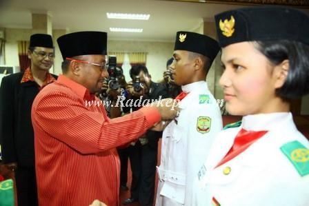 Pelepasan dan penyematan purna Paskibraka oleh Walikota Tanjungpinang, H Lis Darmansyah SH.