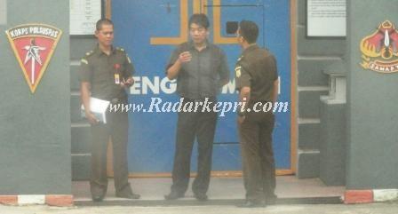 Tersangka Edy Rustandi SH MH ketika dijebloskan ke Rutan Kampung Jawa, Tanjungpinang.