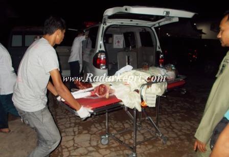Rajab Eelly, anggota Satpol PP Pemko Tanjungpinang yang menjadi korban kecelakaan mobil pemadam kebakaran ketika hendak menyelematkan LaiKi.