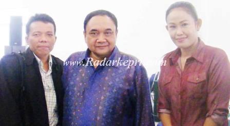 Foto bersama wartawan radarkepri biro Batam, Taherman dan ketua umum PWI, Margono serta Dwi Kemalawty, radarkepri.com biro Natuna.