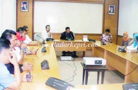 Rapat Dengar Pendapat antara Komisi IV DPRD Batam dengan perwakilan guru dan murid SD Islam Terpadu Kartika.