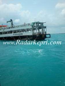 Kapal Kip Paragon Ketika lego Jangkar di laut Singkep
