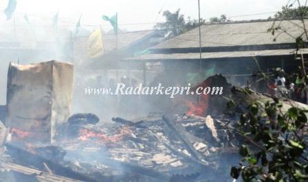 Kebakaran di Tanjung Unggat diduga akibat konsleting arus listrik.