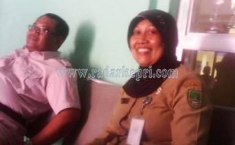 Kepsek SMAN4. Tapi Widianti duduk bersama juanda ketua komite SMAN 4.