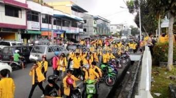 Demo mahasiswa UMRAH yang demo ke kantor BPN Kepri menuntut status lahan kampus mereka.