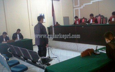 Kim Tjiu alias Fredy Ferdianto, pemilik toko alat olah raga abal-abal ketika dihukum 6 tahun penjara oleh pengadilan Tipikor Tanjungpinang2