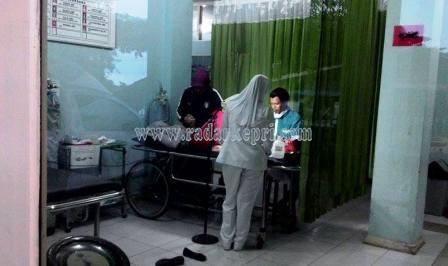 Noni, honorer Disbudpar Pemrov Kepri ketika sedang mendapat perawatan medis di RSUP Kepri.