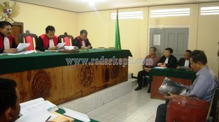 Prof Mudzakir, pakar hukum pidana ketika memberikan keterang sebagai ahli dalam perkara Helman di PN Tanjungpinang.