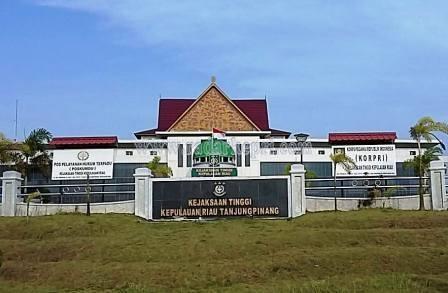 Kantor Kejaksaan Tinggi Kepri di Jl Sei Timun, Senggarang, kota Tanjungpinang.