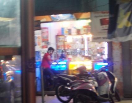 Toko 4G Station di Jl Tambak, Tanjungpinang, tempat Ronaldo alias Reno ditangkap, Kamis (16/04)
