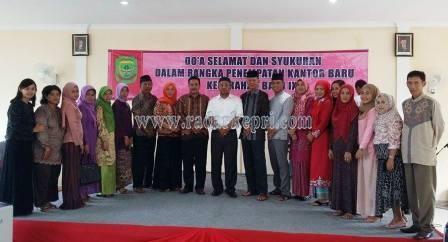 Foto bersama Walikota-Wakil Walikolta Tanjungpinang,  H Lis Darmansyah SH-H Syahrul S Pd usai syukuran kantor Lurah Batu IX, Minggu (03/05) siang.