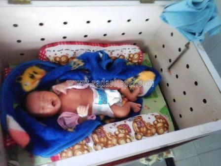 Inilah bayi perempuan yang ditemukan Eko Hadi Purnomo di teras rumahnya, Hl MT Haryono, Minggu, 14 Juni 2015.