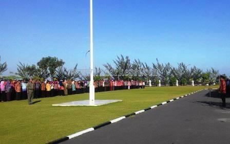 Walikota Tanjungpinang, H Lis Darmansyah SH memimpin apel bersama usai liburan panjang lebaran.