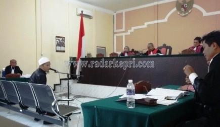Saksi Marzuki ketika memberikan keterangan untuk terdakwa Handa Rizky dalam dugaan korupsi DPPID Anambas di Pengadilan Tipikor pada PN Tanjungpinang, Selasa (08/09).