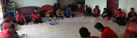 Suasana rapat DPC PDI-P Bintan membahas PAW di kantor DPC PDI-B Bintan, Jl Lembah Asri, Toa Paya, Sabtu (05/09).