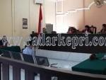 Terdakwa Usmantono ketika mendengarkan tuntutan dari JPU di Pengadilan Tipikor pada pada PN Tanjungpinang, Rabu (09/09).