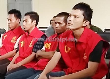 Empat penjudi QQ yang disidangkan di PN Tanjungpinang.