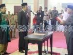 M Yusuf Sirat saat dilantik menjadi anggota DPRD Karimun PAW Anwar Hasyim, Selasa (27/10).