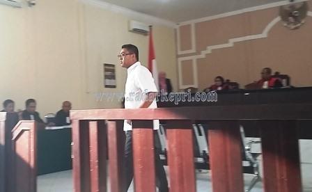 Terdakwa Surya Darma Putra yang dihukum hanya 1 tahun 6 dari 4 tahun tuntutan jaksa.