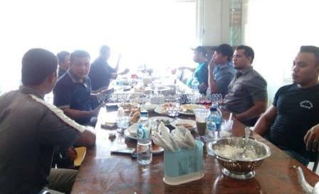 Wan vibowo Ketua Umum LSM PNB Provinsi Kepri, temu ramah beserta jajaran pengurusnya di restoran Bundo Kandung. Batam Centre.