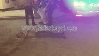 Inikah dua orang pemuda yang diamankan polisi karena mabuk dan buat rusuh, Sabtu (12/02) malam.
