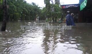Beginilah kondisi jalan Pemuda saat hujan deras melanda.