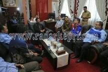 Ketua DPRD Kepri saat menerima sekjen Partai Demokrat yang mengusulkan dua nama cawagub Kepri.