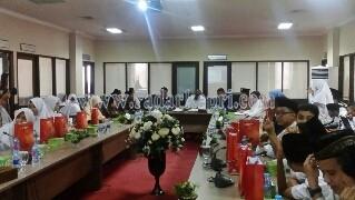 DPRD Kepri saat menerima kunjungan pelajar.